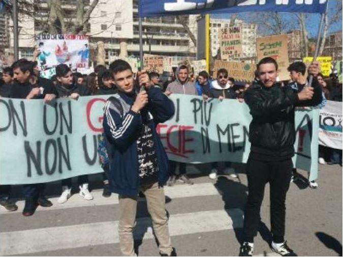 Studenti lucani in piazza per il clima, manifestazioni in tutta la regione
