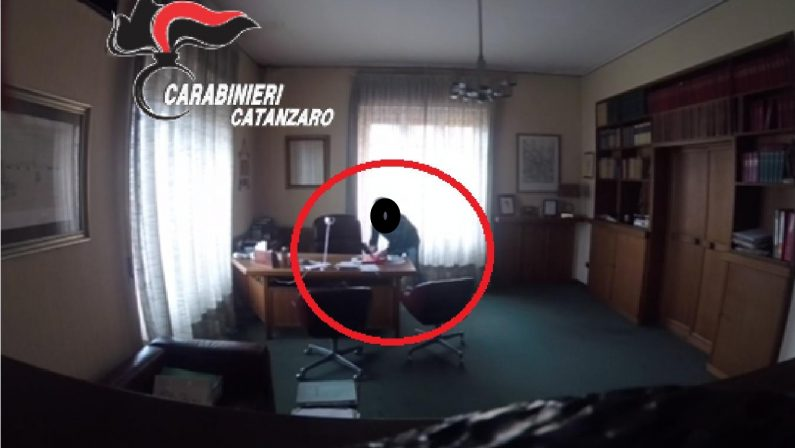 Il tecnico informatico ruba nello studio dell'avvocato  Dopo la denuncia scoperto e arrestato a Catanzaro