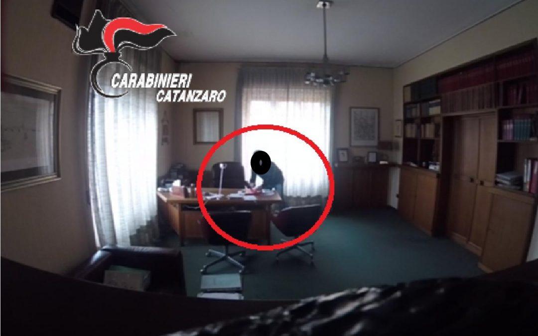 VIDEO – Il furto nello studio di un avvocato di Catanzaro, arrestato il tecnico informatico