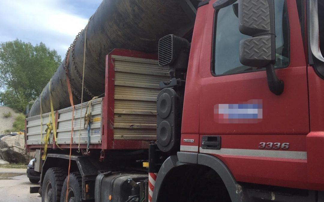 FOTO – Carico di un camion danneggia un ponte sulla statale 106, traffico chiuso nel Catanzarese