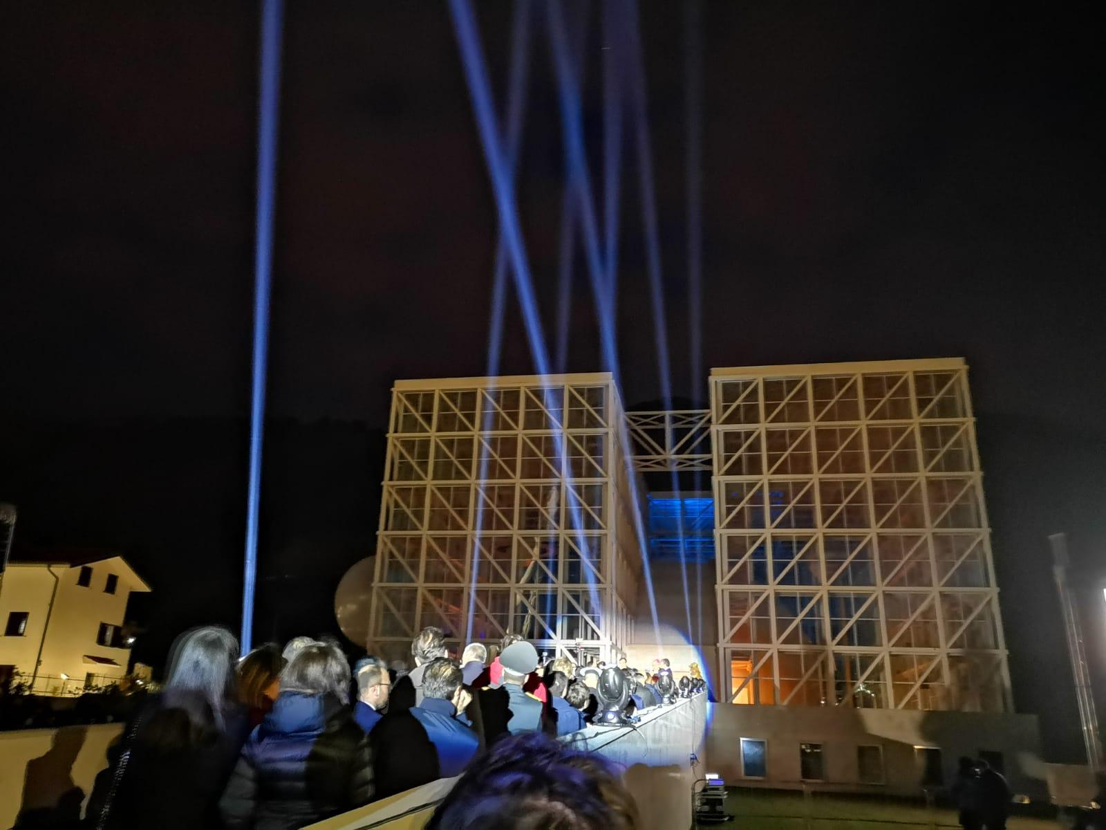 Acrobati e fuochi pirotecnici per il nuovo Planetario  A Cosenza l'astronomia è anche spettacolo