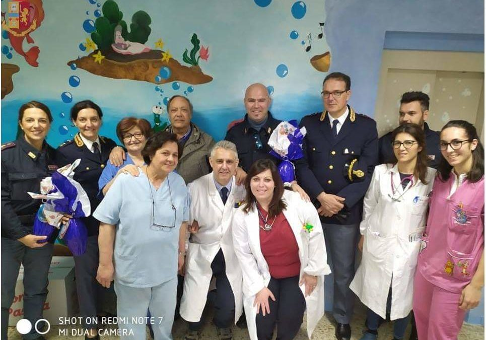 Un gesto solidale della Polizia vibonese  Uova di Pasqua a bambini, mamme e anziani