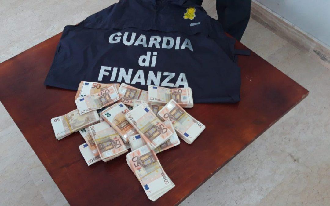 Un sequestro di denaro compiuto dalla guardia di finanza
