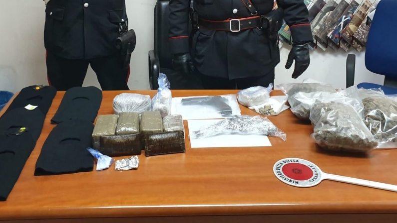 Busta di droga nascosta nel calvario nel ViboneseSequestro armi e stupefacenti, colpo alla 'ndrangheta