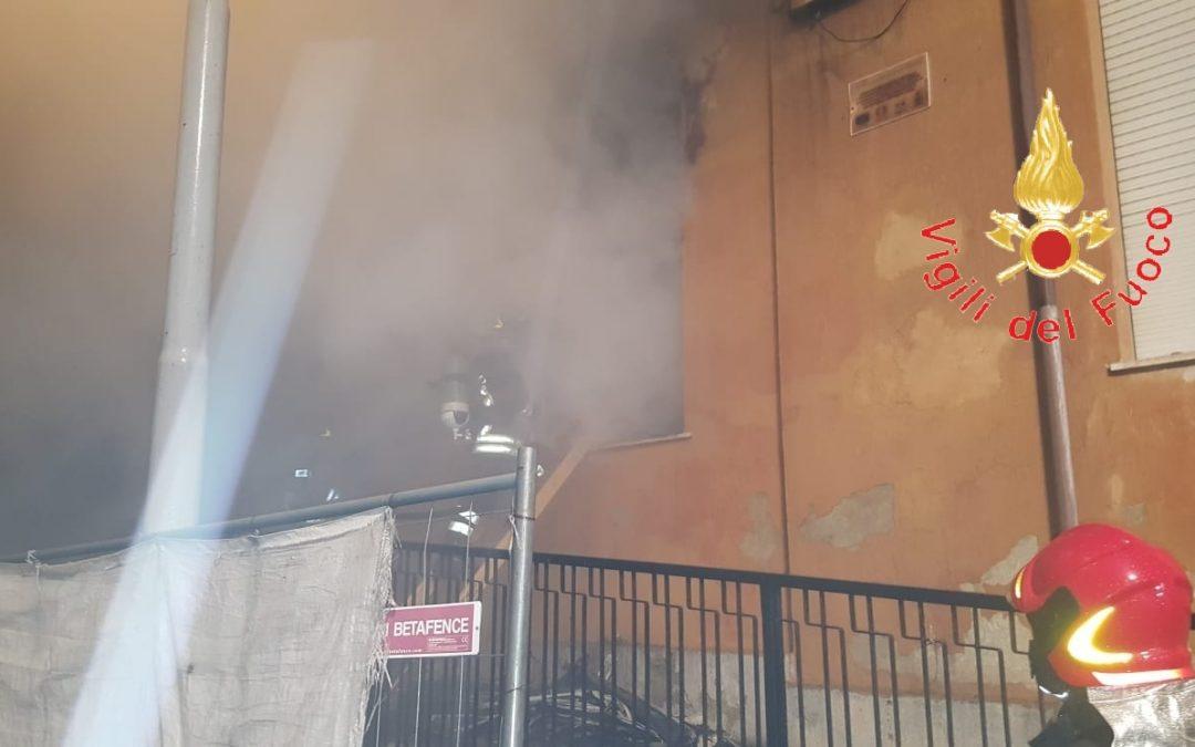 Incendio nel cantiere di una scuola nel Catanzarese  Indagini su cause del rogo, possibile matrice dolosa