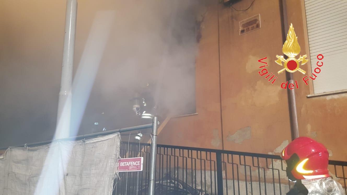 Incendio nel cantiere di una scuola nel CatanzareseIndagini su cause del rogo, possibile matrice dolosa