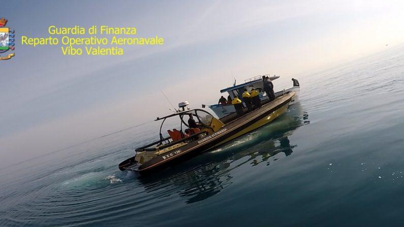 Sorpresi a pescare illegalmente nel mare di CrotoneTre arresti per la reazione contro la guardia di finanza