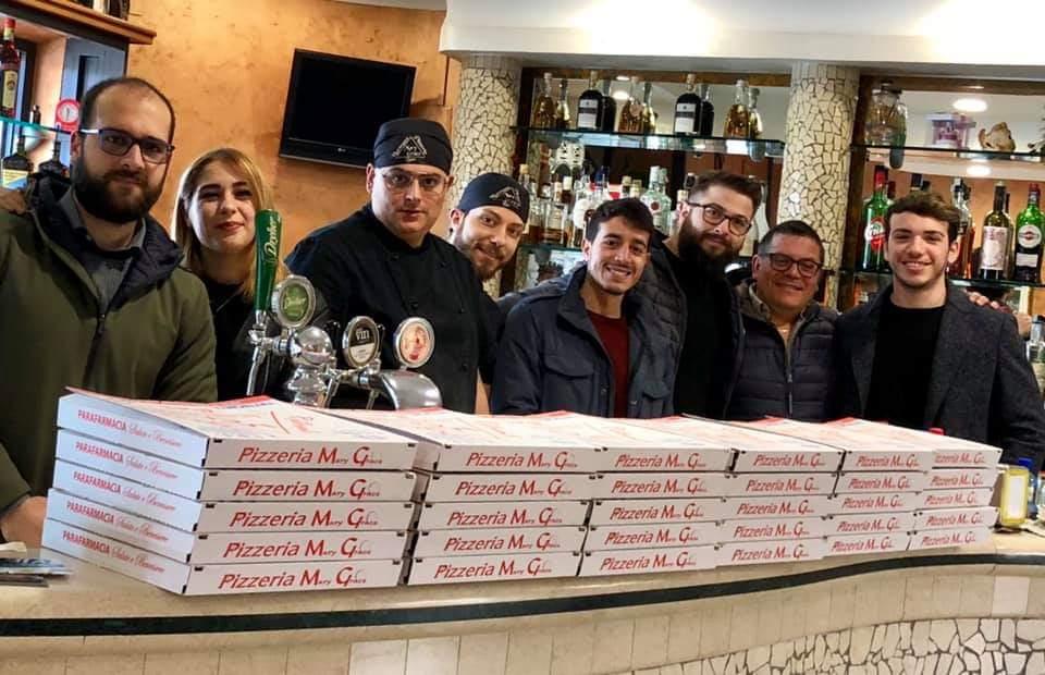 Vibo, un pasto caldo donato alle persone bisognose  Gesto di solidarietà di un'associazione e una pizzeria