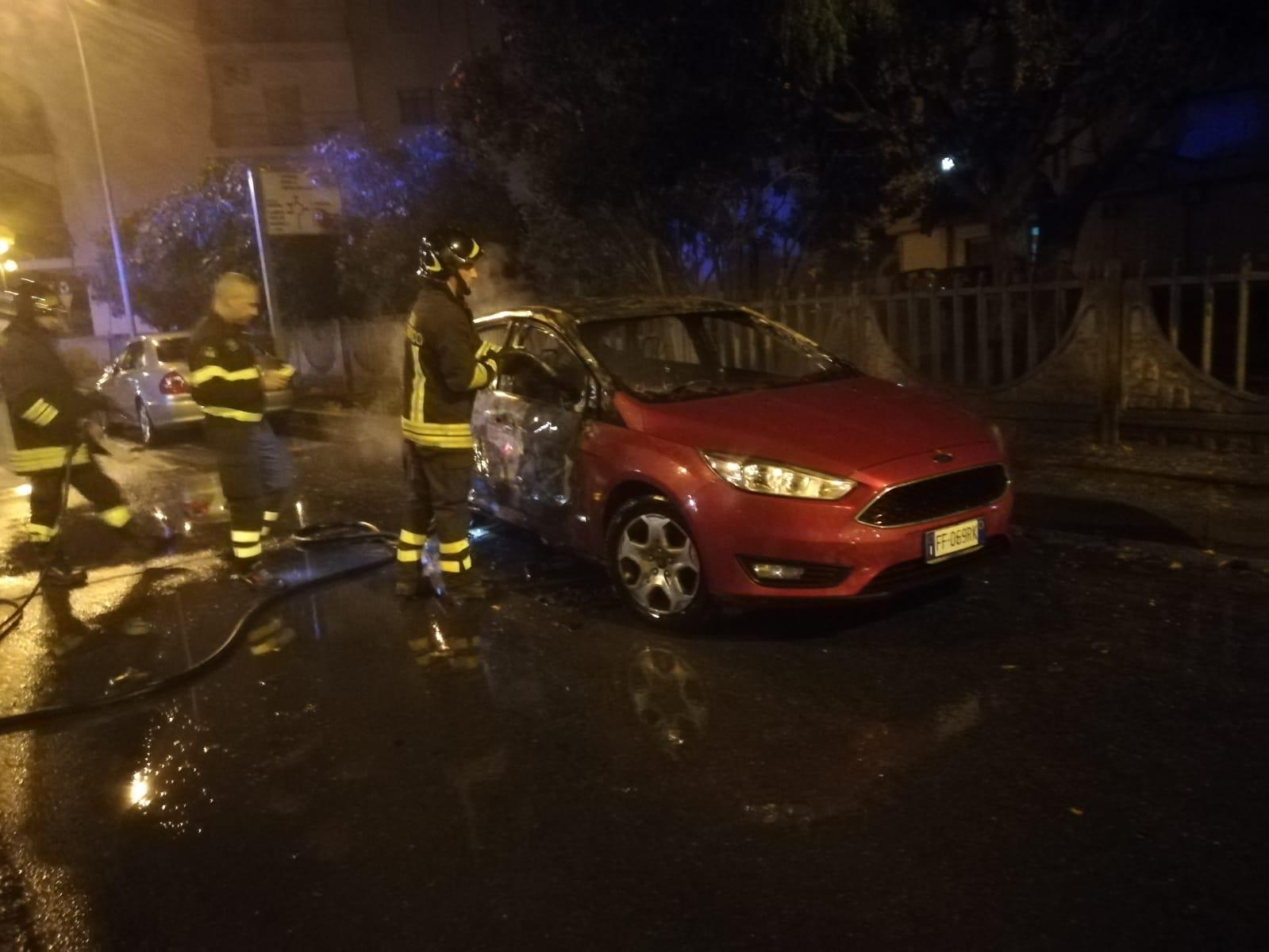 Cirò Marina, distrutta l'auto del segretario comunaleLa vettura devastata da un incendio nella notte
