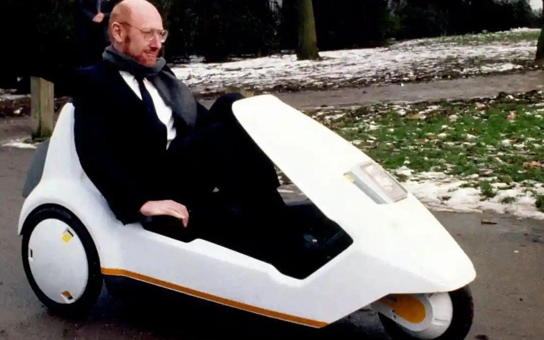 Clive Sinclair alla guida della C5