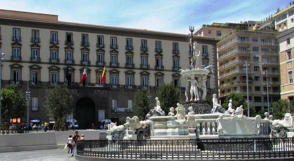 Il municipio di Napoli