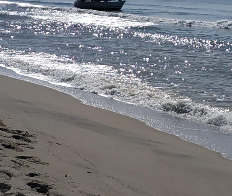 VIDEO – La spiaggia e le barche utilizzate per l'arrivo di 52 migranti nel Catanzarese