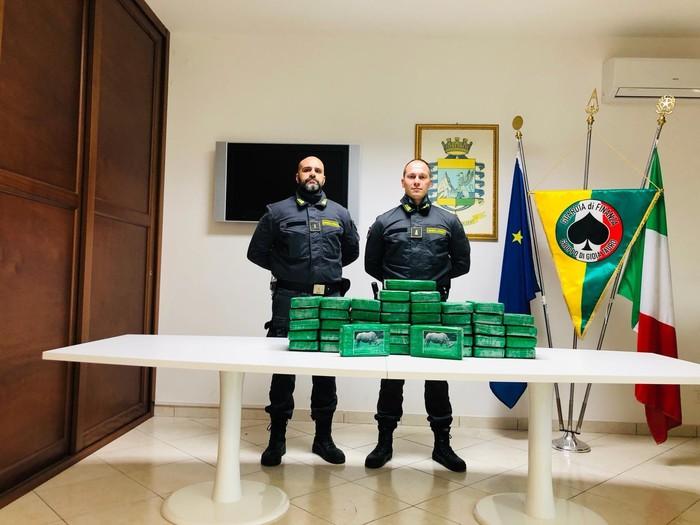 Cocaina per oltre 9 milioni di euro scoperta a Gioia TauroEra nascosta in un container proveniente dal Sud America