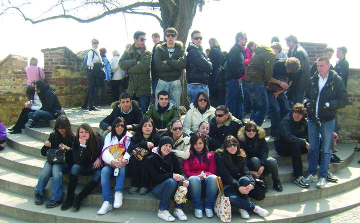 """I ragazzi della III D  - liceo classico - dell'Istituto  """"Ivo Oliveti""""  di Locri (Reggio Calabria) durante una gita scolastica"""