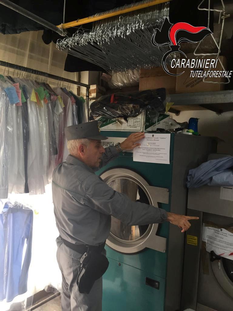 Controlli nelle lavanderie del Cosentino, sanzioniRiscontrate violazioni anche in materia ambientale