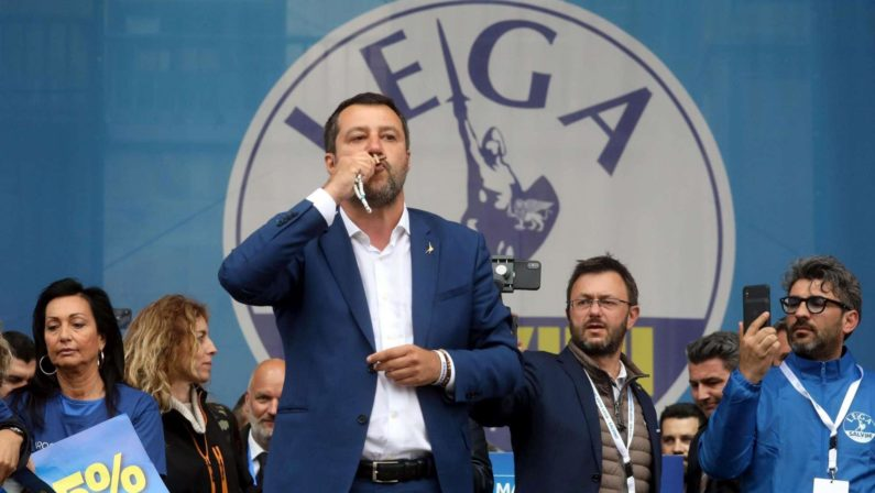 Salvini sulla Madonnina di Briatico decapitata: «Odio verso il Natale»