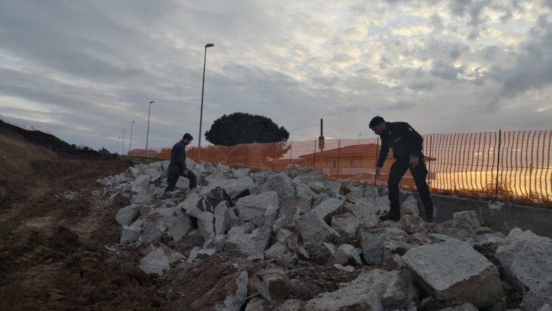 La Finanza sequestra il cantiere del nuovo ospedale L'accusa ipotizzata è di abbandono di rifiuti