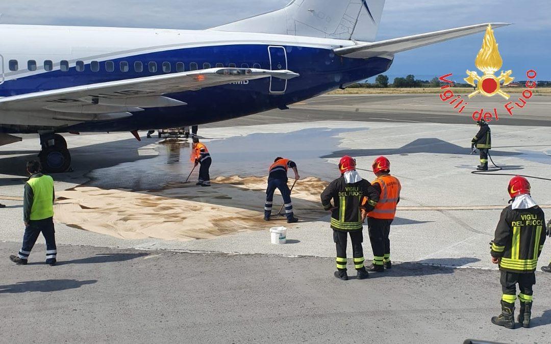 Emergenza nell'aeroporto di Lamezia, rischiato incendio  Copiosa perdita di carburante in pista, ritardi per il volo
