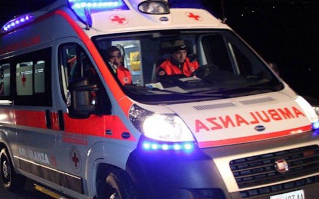Tragedia nel Reggino, uomo ucciso da un treno in corsa mentre attraversa i binari in bici