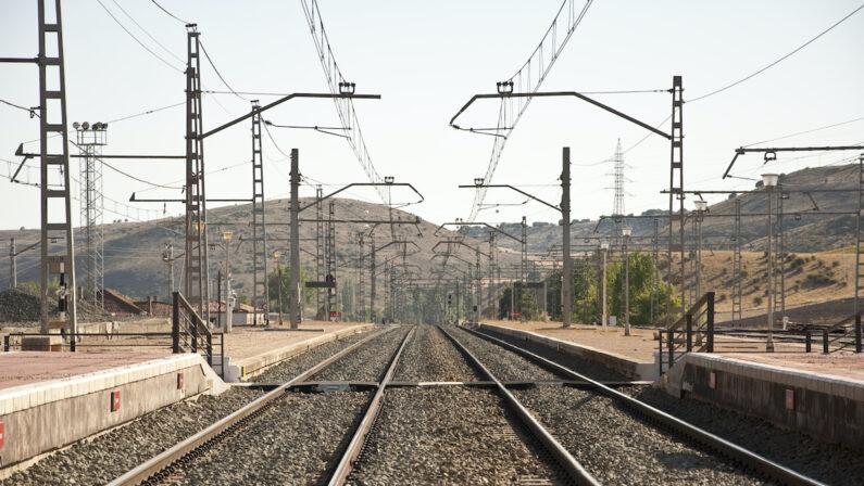 Operaio incastrato in un macchinario per i lavori sulla ferrovia, crotonese muore nel Reggino