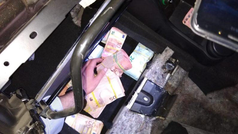 Oltre un milione di euro nascosto in varie parti dell'autoDenunciato per ricettazione un 44enne, denaro sequestrato