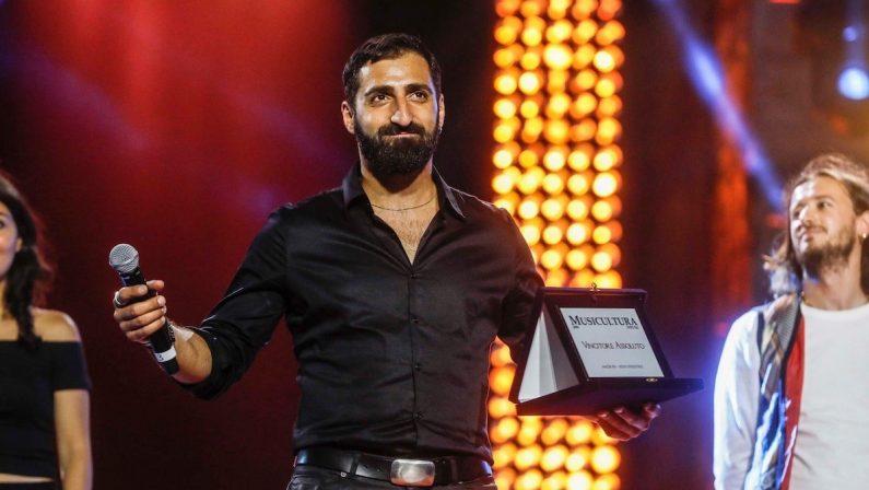 Il trionfo di Fabio Curto a Musicultura: «La vittoria della mia tenacia»
