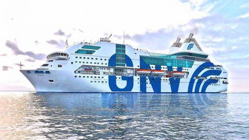 Migranti, in arrivo venerdì nel porto di Corigliano la nave per la quarantena
