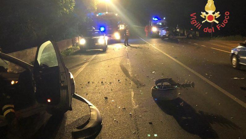 Incidente nella notte sulla statale 106 nel CatanzareseDue auto coinvolte e 6 feriti, ci sono anche 2 bimbi