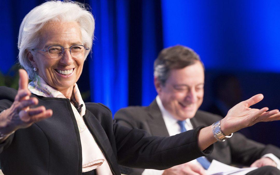 Christine Lagarde e, sullo sfondo, Mario Draghi