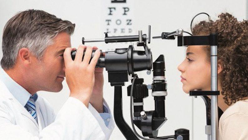 Didattica a distanza e miopia, allarme degli oculisti: la vista cala