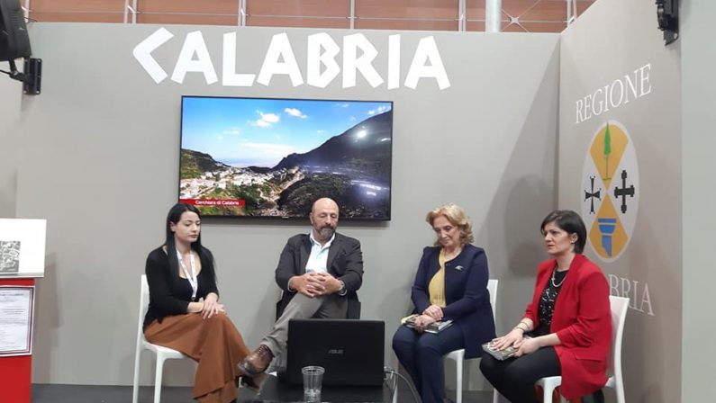 Cineturismo in Calabria con la Guida della CinetecaIniziativa al Salone Internazionale del Libro di Torino