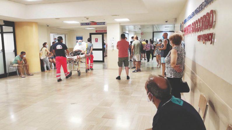 Ospedale Pugliese, giorni di fuoco al pronto soccorso