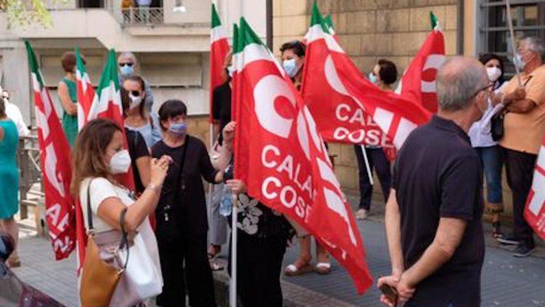 Scuola, ritardi nelle assegnazioni: docenti manifestano a Cosenza