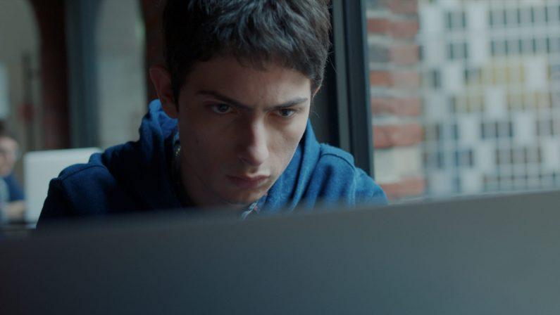 RaiPlay strizza l'occhio ai giovani: serie tv con nuovi linguaggi visivi