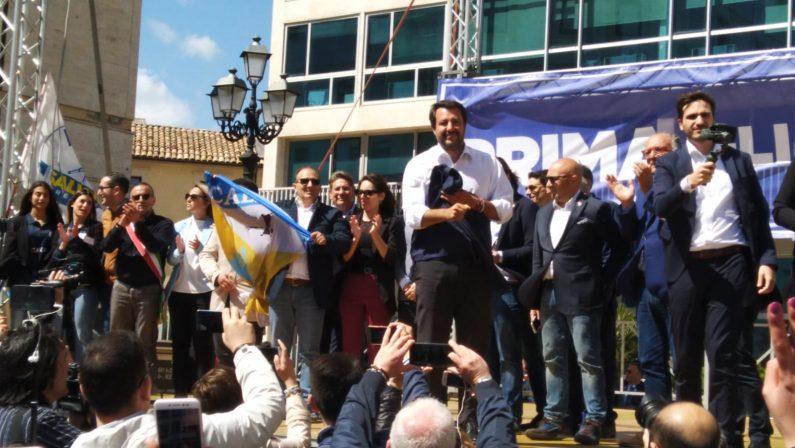 VIDEO - Il comizio di Salvini a Catanzaro: «Dateci una mano a liberare la Regione dalla sinistra»