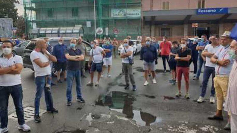 Tagli a stipendi e giornate lavorative, protesta dei dipendenti Simet a Corigliano Rossano