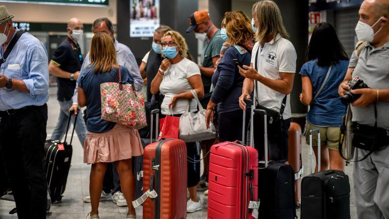 Coronavirus: esposto del Codacons all'Antitrust per il rincaro di treni e aerei