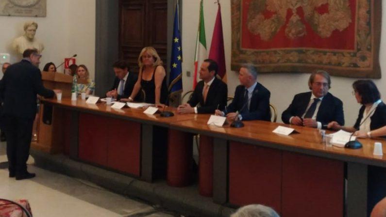 Tripudio per la 53esima festa dei Calabresi nel mondoLa presidente Gesualdi: «Ereditàa morale di mio padre»