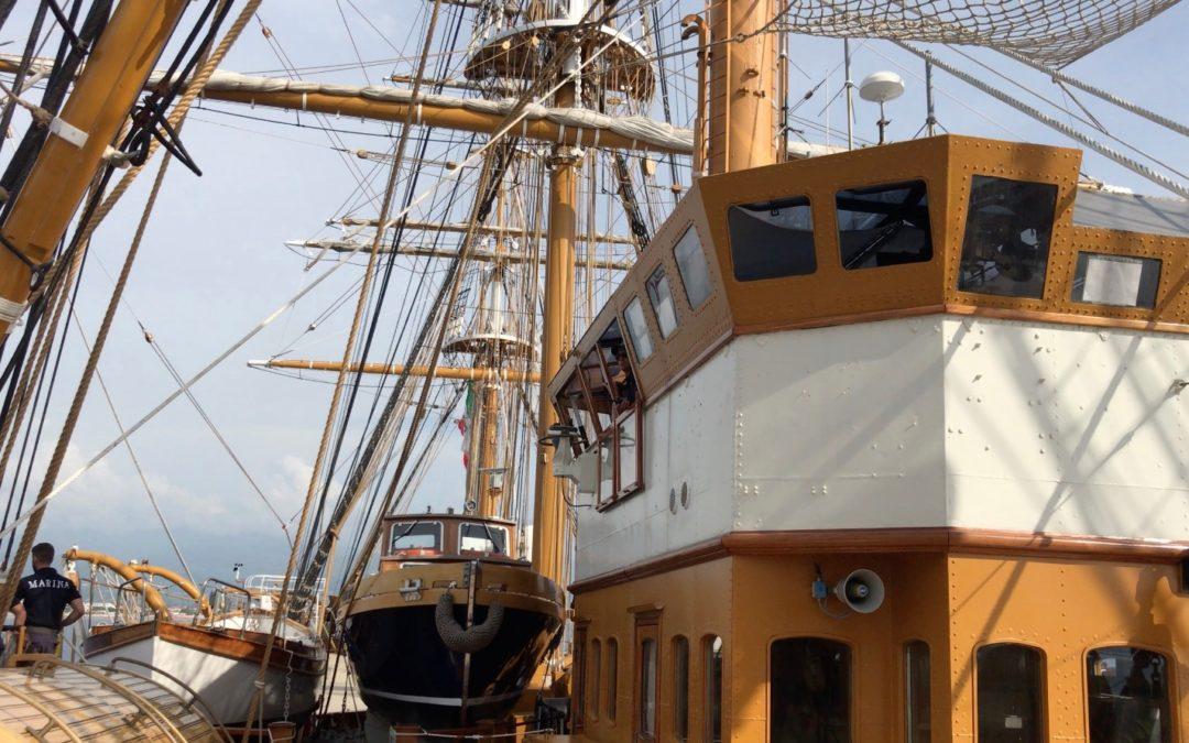 L'Amerigo Vespucci approda nelle acque di Scalea  La nave scuola della Marina alla fonda nel tirreno calabrese