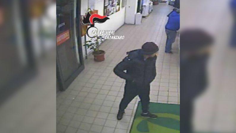 """Rubano un'auto e chiedono un """"regalino"""" per restituirla  Due arresti a Catanzaro per furto e tentata estorsione"""