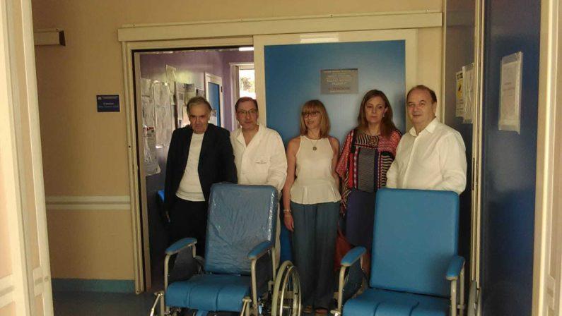 Carrozzine per disabili donate all'ospedale di Vibo ValentiaIniziativa del circolo dipendenti dell'Asp vibonese