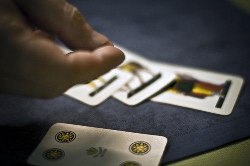 Soriano, adesso è possibile giocare a carte all'aperto  Il neo sindaco Bartone revoca il divieto del predecessore