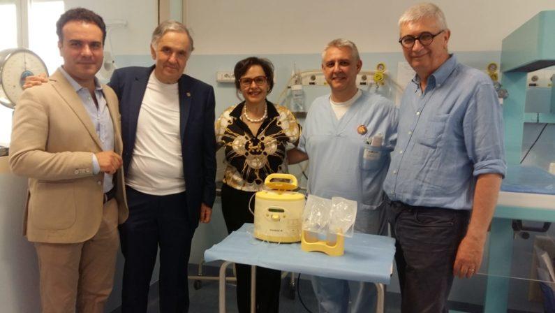 Il Rotary Hipponion dona un tiralatte all'ospedaleLo strumento consegnato al reparto di neonatologia