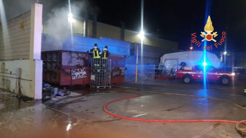 Roccelletta di Borgia, in fiamme cassonetti dei rifiutiL'incendio divampato nei pressi di un cantiere nautico