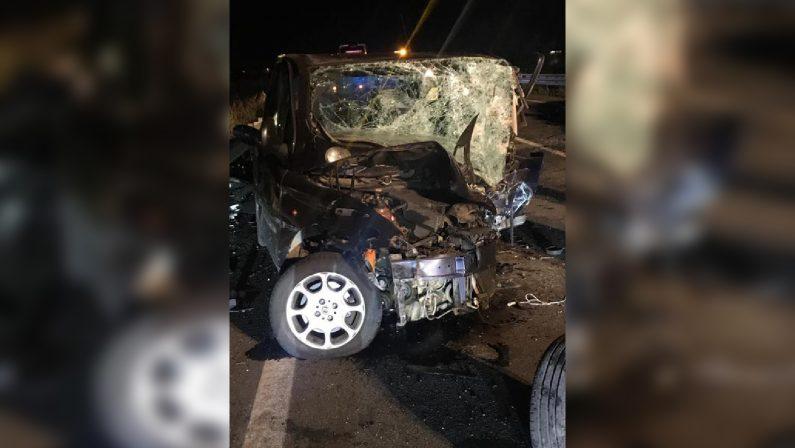 Incidente stradale nella notte nel Cosentino: 2 mortiScontro frontale tra due automobili sulla statale 534