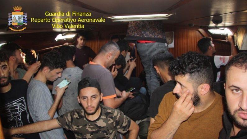 Sessanta migranti intercettati e soccorsi al largo di Caulonia, arrestati gli scafisti