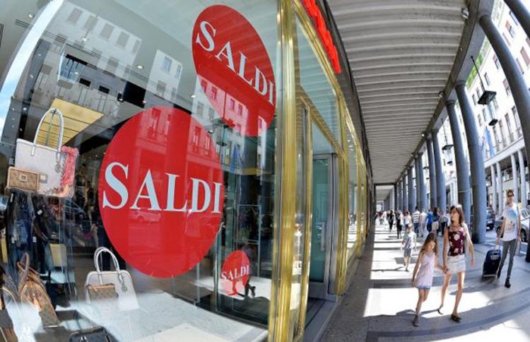 Il 6 luglio iniziano i saldi estivi in CalabriaConfcommercio:«Tutti su vestiti, scarpe e accessori»