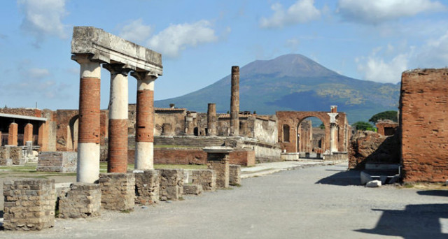 Geronimo Stilton a Pompei per presentare mappe e guida per ragazzi