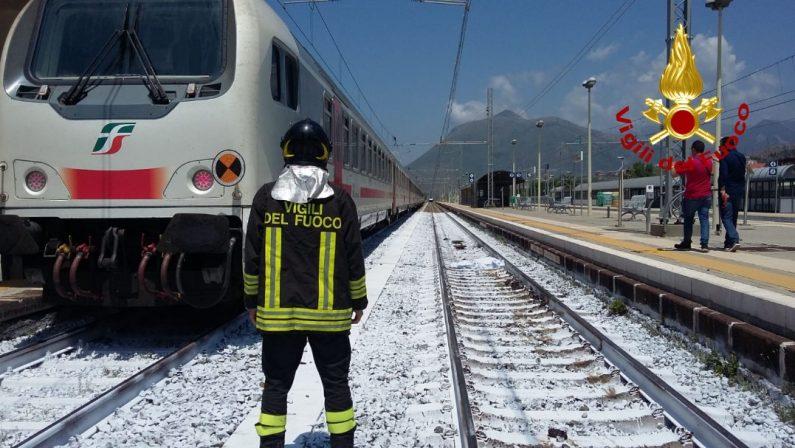 Praia a Mare, uomo sui binari muore travolto dal trenoTraffico prima bloccato e poi rallentato sulla tratta tirrenica