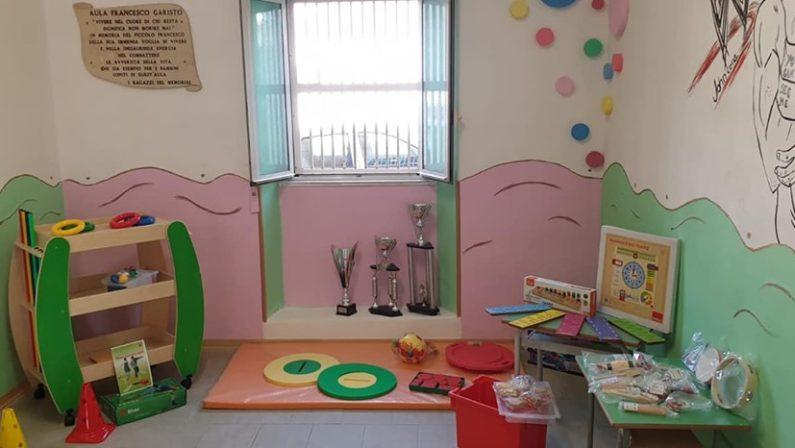 Un'aula arcobaleno per la scuola primaria di ZungriAttrezzata per i bimbi che hanno bisogno di maggiore assistenza